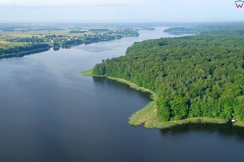 LOTNICZE. PL-Warm-Maz. jezioro Jeziorak, okolica wsi Jazdzowki, widok od str N.