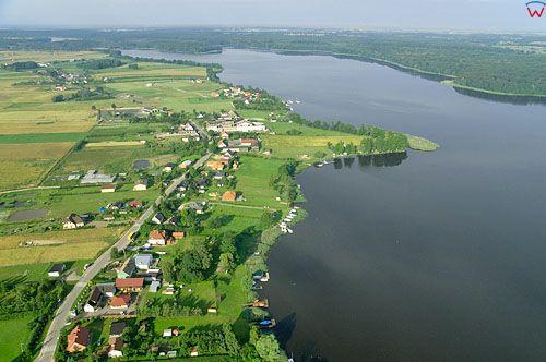 LOTNICZE. PL-Warm-Maz. jezioro Jeziorak, panorama na wies Szalkowo od str. N.