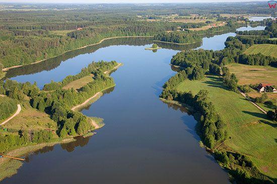 LOTNICZE, Pojezierze Mazurskie (Elckie). Jezioro Dworackie i wies Dworackie.