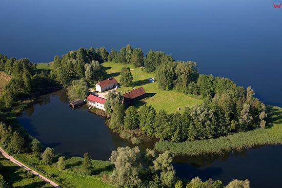 LOTNICZE, Pojezierze Mazurskie (Elckie). Jezioro Szostak i wies Szczecinowo.