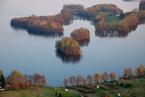 Lotnicze, PL, warm-maz. Wyspy na jeziorze Dadaj.