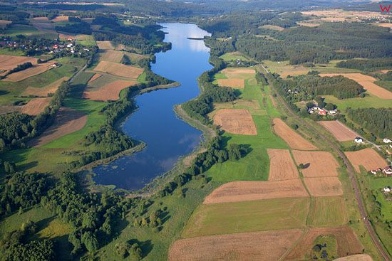 Lotnicze, EU, PL, Pomorskie. Kaszubski Park Krajobrazowy. Jezioro Potulskie w okolicy wsi Golubie.