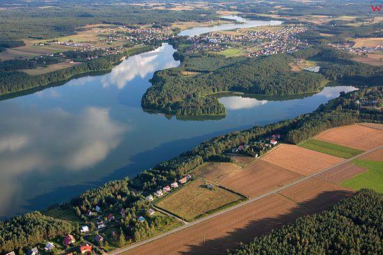 Lotnicze, EU, PL, Pomorskie. Kaszubski Park Krajobrazowy. Jezioro Radunskie Gorne z widocznÄ… miejscowoscia Stezyca.