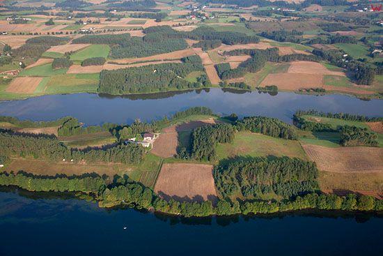 Lotnicze, EU, PL, Pomorskie. Kaszubski Park Krajobrazowy. Panorama na jezioro Radunskie Dolne i Laczynskie.