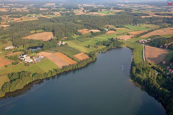Lotnicze, EU, PL, Pomorskie. Kaszubski Park Krajobrazowy. Jezioro Radunskie Dolne.