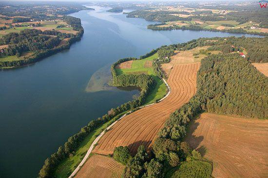 Lotnicze, EU, PL, Pomorskie. Kaszubski Park Krajobrazowy. Panorama na jezioro Radunskie Dolne od strony wsi Chmielonko.