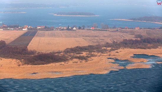 Polwysep Kal, widoczny od strony jeziora Mamry.
