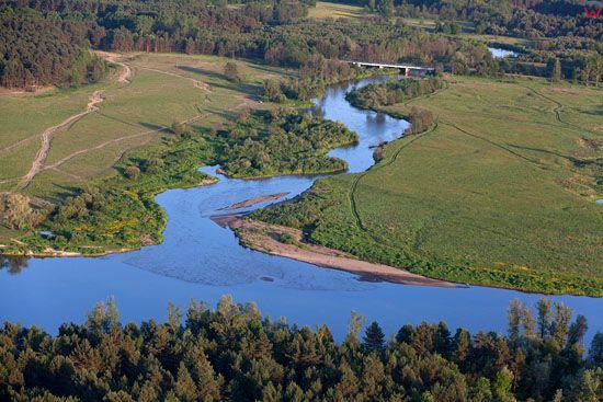 Bug z doplywem rzeki Liwiec. EU, PL, Mazowieckie. LOTNICZE.