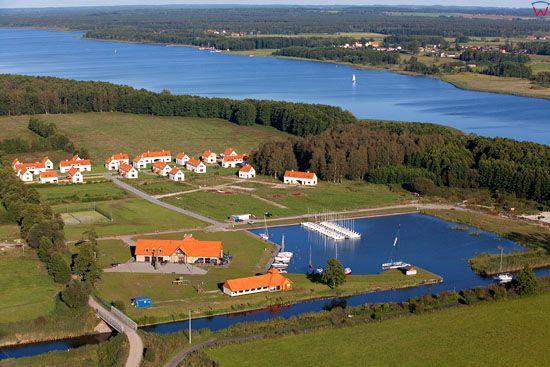 Czrny Rog na tle jeziora Ros. EU, Pl, warm-maz. Lotnicze.