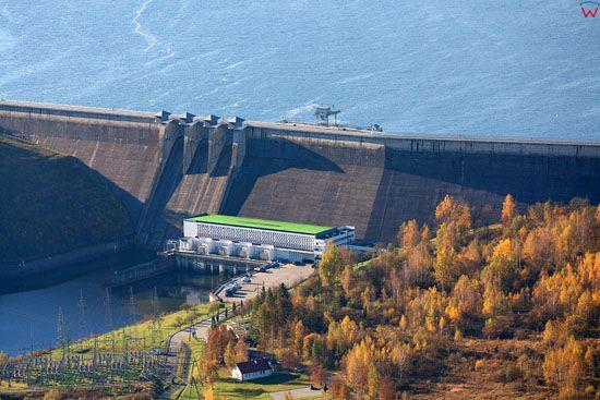 Zapora w Solinie i Jezioro Solinskie. EU, Pl, podkarpackie. Lotnicze.