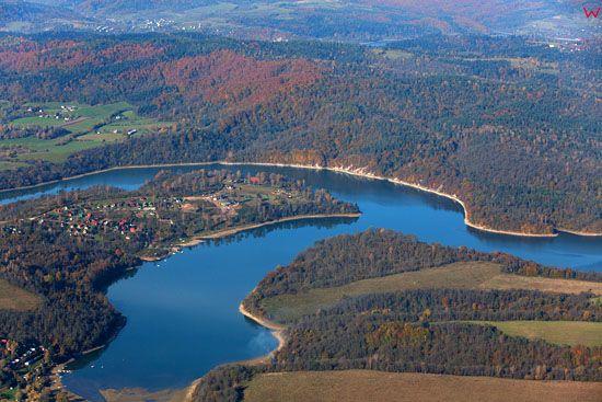 Jezioro Solinskie. EU, Pl, podkarpackie. Lotnicze.