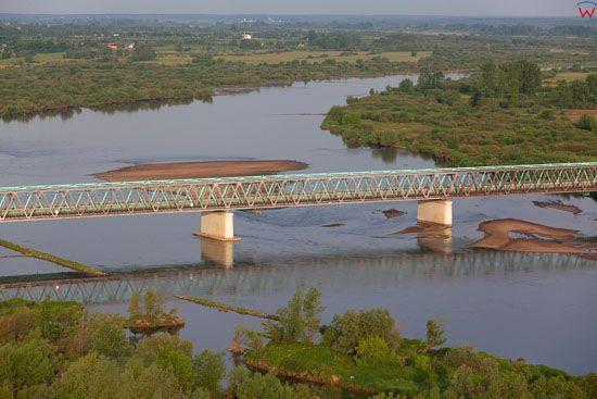 Most na Wisle na wysokosci miejscowosci Magnajow. EU, Pl, Podkarpackie. LOTNICZE.