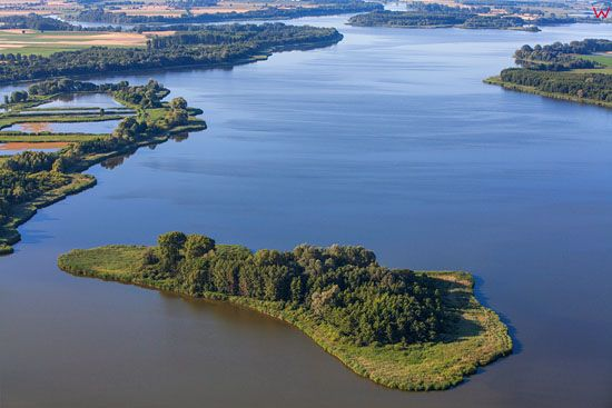 Jezioro Goplo. Panorama od strony N. EU, Pl, Kujawsko-Pomorskie. LOTNICZE.