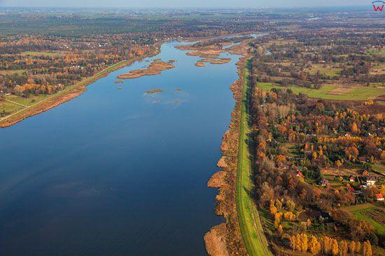 Rzeka Narew, panorama na Rezerwat Dzierzeninska Kepa. EU, PL, Mazowieckie. LOTNICZE.