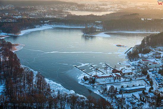 Jezioro Tajty w zimowej scenerii. EU, PL, Warm-Maz. Lotnicze.