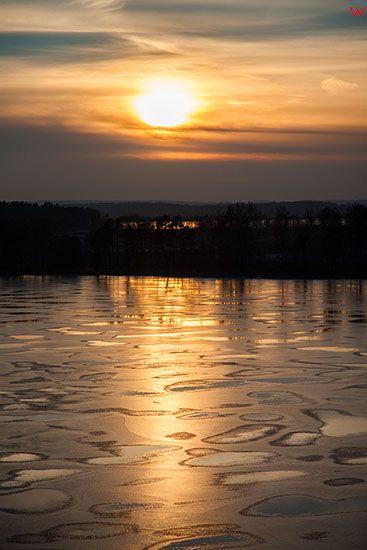Jezioro Taltowisko, zachod slonca zimowa pora. EU, Pl, Warm-Maz. Lotnicze.