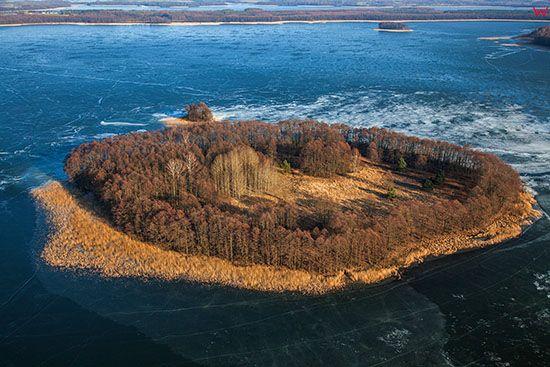Jezioro Plaskie, Wyspa Stodolka. EU, PL, Warm-Maz. Lotnicze.