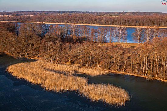 Jezioro Jeziorak, pokryte lodem. EU, PL, Warm-Maz. Lotnicze.