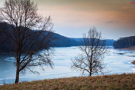 Jezioro Pieklo pokryte tafla lodu. EU, PL, Warm-Maz. Lotnicze.