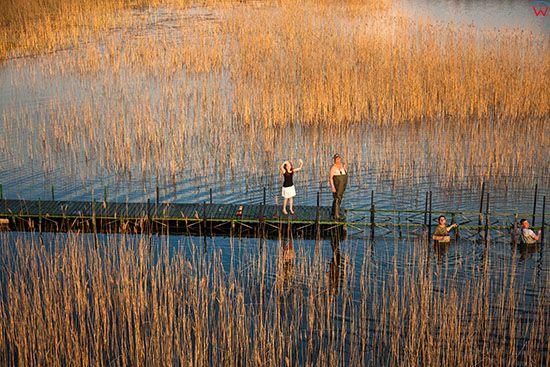 Jezioro Stregiel, budowa pomostu przez mieszkancow wsi. EU, Pl, Warm-Maz. Lotnicze.