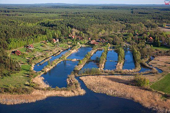 Brzezno Lynskie, wies polozona nad rzeka Lyna. EU, PL, Warm-Maz. Lotnicze.