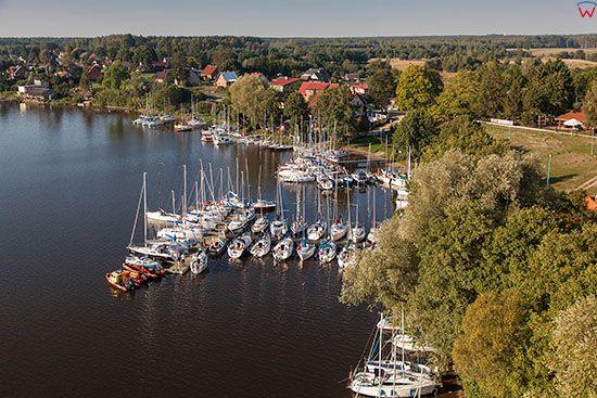Siemiany, wies polozona na zachodnim brzegu jeziora Jeziorak. EU, PL, Warm-Maz. Lotnicze.