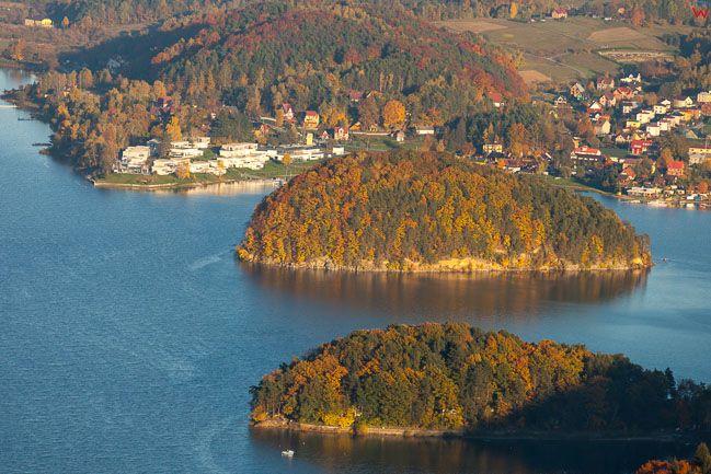 Jezioro Roznowskie panorama na Grodek. EU, Pl, Malopolskie. Lotnicze.