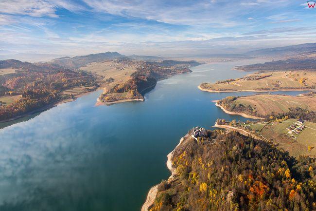 Jezioro Czorsztynskie, widok od strony E. EU, PL, Malopolska. Lotnicze.