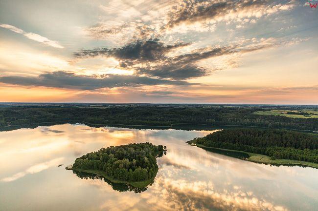 Jezioro limajno, zachod slonca. EU, PL, warm-maz. Lotnicze.