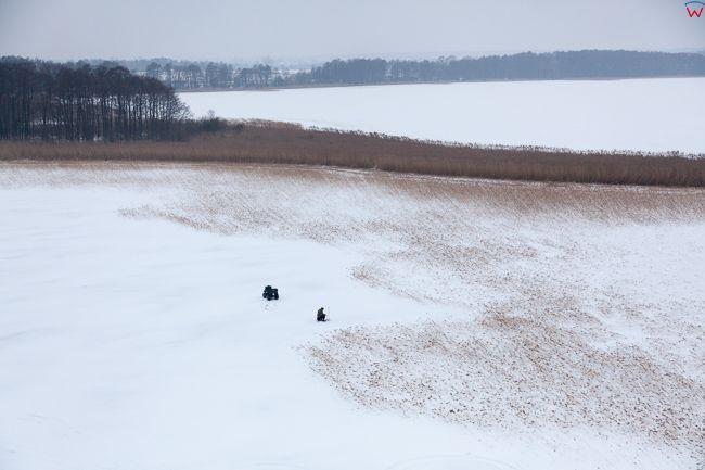 Jezioro Dobskie 17.01.2017 r. Wedkowanie podlodowe Wielkie Jeziora Mazurskie zimowa pora. EU, Pl, Warm-Maz. Lotnicze.