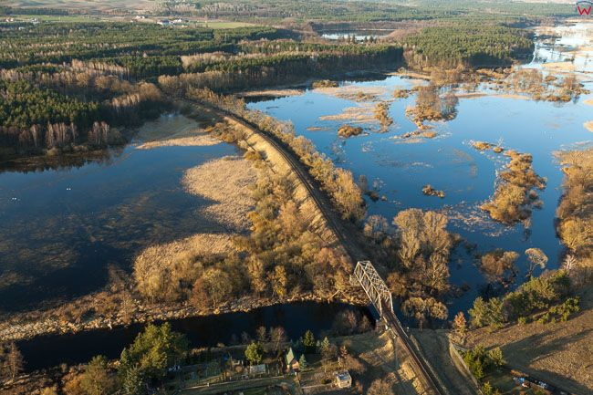 Brodnica, wiadukt kolejowy nad Drweca. EU, PL, Kujawsko - Pomorskie. Lotnicze
