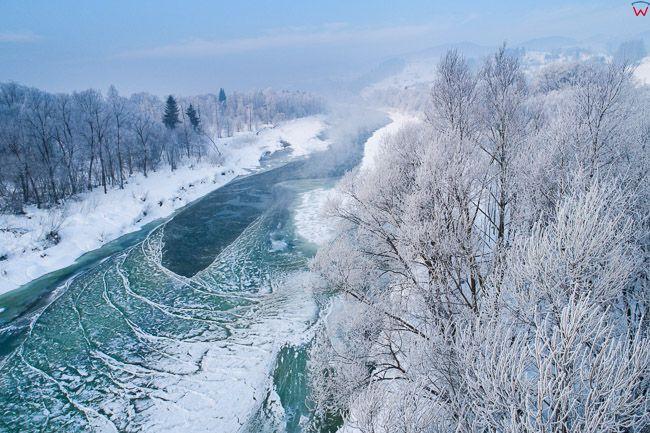 Dunajec, zamarznieta rzeka w okolicy wsi Knurow. EU, PL, malopolskie, Lotnicze
