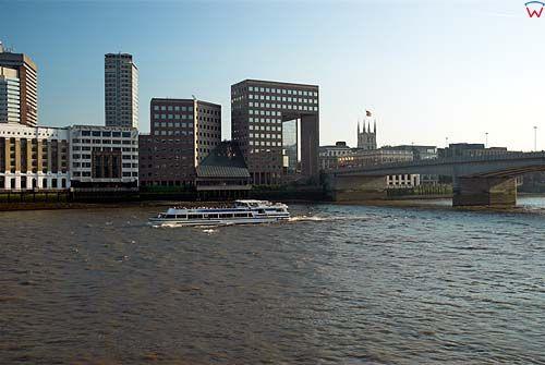 Londyn. Panorama na London Bridge