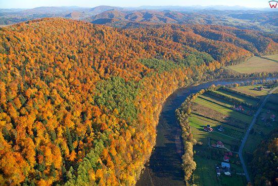 Rzeka San w okolicach Leska. EU, Pl, podkarpackie. Lotnicze.