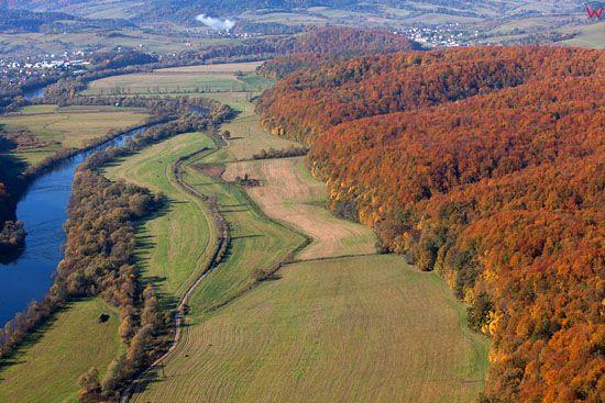 Dolina rzeki San. EU, Pl, podkarpackie. Lotnicze.