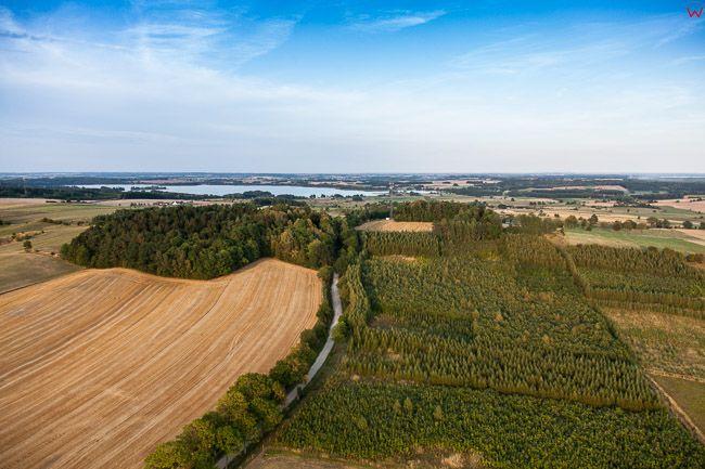 Diabla Gora, panorama na morene nad jeziorem Rydzowka kolo Srokowa. EU, PL, Warm-Maz. Lotnicze.