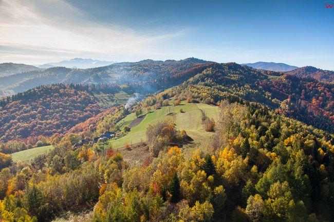 Beskid Sadecki, panorama okolicy Brzyna. EU, Pl, Malopolskie. Lotnicze.