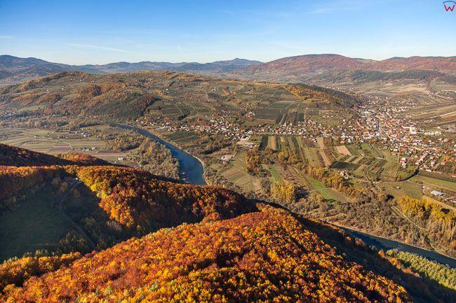 Beskid Sadecki, panorama okolicy Gory Cebulowka i Dunajca. EU, Pl, Malopolskie. Lotnicze.