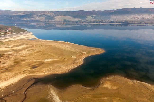 Frydman, jezioro Czorsztynskie, wyjatkowo niski poziom wody. EU, Pl, Malopolska. Lotnicze.