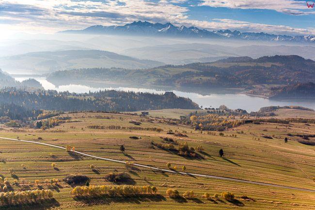 Kluszkowce, panorama na jezioro Czorsztynskie i Tatry. EU, Pl, Malopolska. Lotnicze.