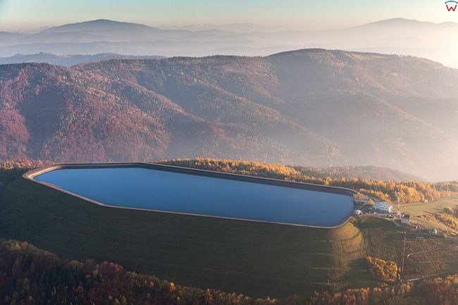 Gora Zar, zbiornik gorny elektrowni. EU, Pl, Slaskie. Lotnicze.