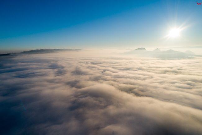 Pieniny, panorama od strony jeziora Czorsztynskiego o wschodzie slonca. EU, PL, malopolskie, Lotnicze