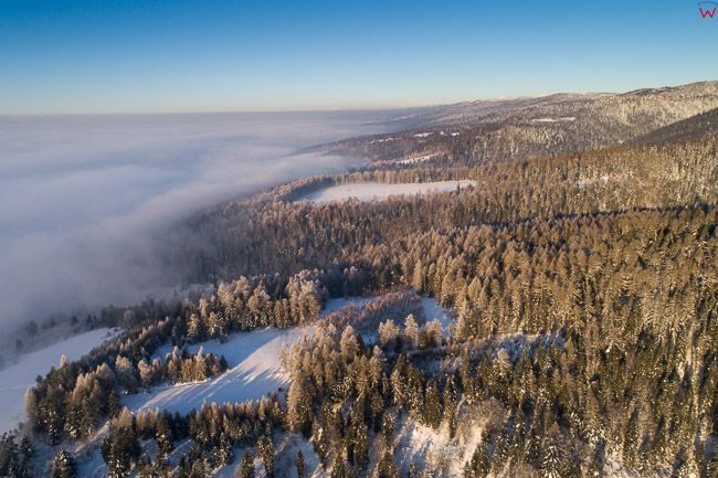 Gorce, panorama poludniowego pasma o wschodzie slonca. EU, PL, malopolskie, Lotnicze