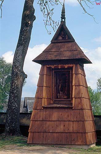 Dębno, kapilczka drewniana przy kościele, małopolska