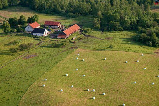 Lotnicze, Pl, warm-maz. Mazurski Park Krajobrazowy. Gospodarstwo we wsi Chostka.
