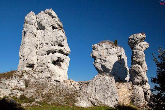 Gora Zamkowa w Podzamczu z widoczna skala Niedzwiedz i Dwie Siostry: Sfinks i Lall EU, Pl, Slask, LOTNICZE.