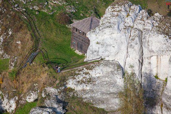 Gora Birow, grod na gorze w Podzamczu. EU, Pl, Slaskie. LOTNICZE.