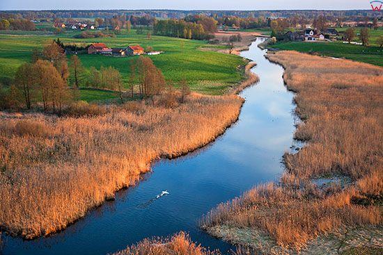 Mazurski Park Krajobrazowy. Panorama na wies Wojnowo wzdluz rzeki Krutynia. EU, Pl, Warm-Maz. Lotnicze.