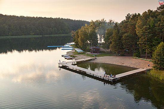 Brodnicki Park Krajobrazowy, jezioro i Przystan Bachotek. EU, PL, Pomorskie. Lotnicze.