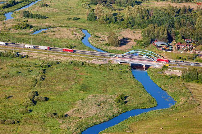 Mostek, droga krajowa nr 19 przecinajaca rzeke Suprasl. EU, PL, Podlaskie. Lotnicze.